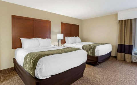 Suite room with two double queen beds