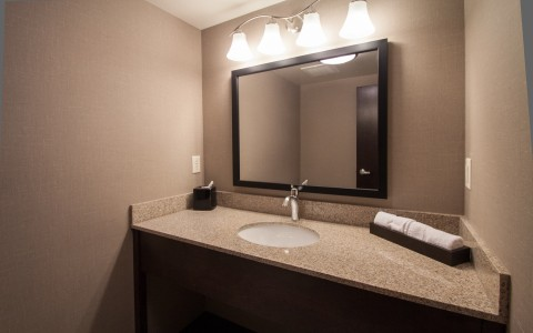 king suite half bath